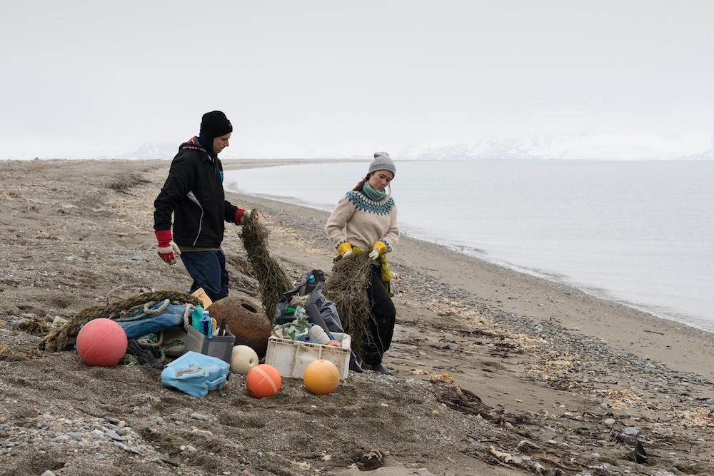 В 22 года отправиться в экспедицию на корабле Arctic Sunrise, чтобы избавить арктический пляж от мусора