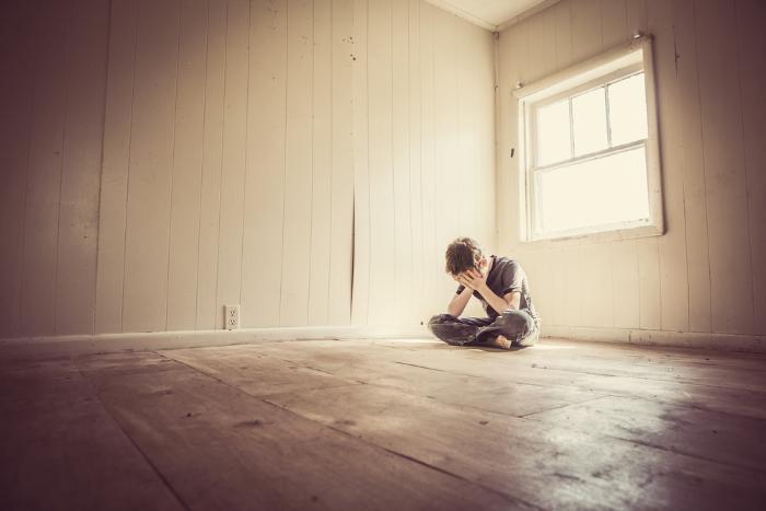«Я не боюсь сказать»: семь историй мужчин о пережитом домогательстве