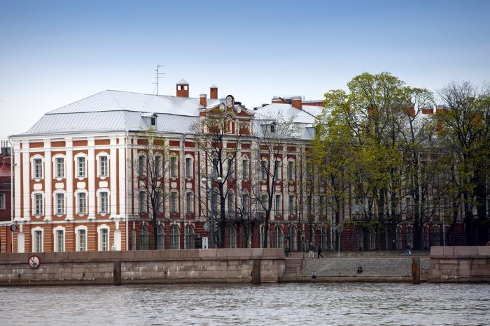 Лев Лурье написал колонку опереезде СПбГУ под Гатчину, вкоторой перечислил возможные причины этого решения