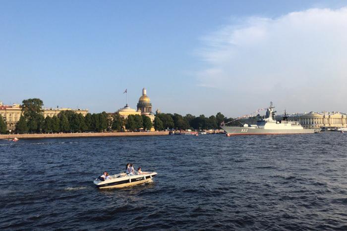В пятницу и субботу центр Петербурга перекроют из-за Дня ВМФ