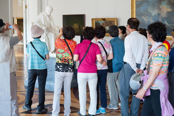 20 сказок о России: что нелегальные гиды рассказывают китайским туристам про историю и культуру Петербурга