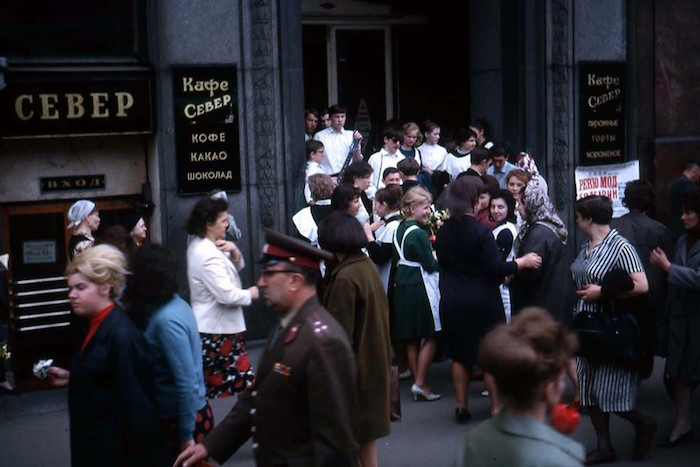 Чтение на «Бумаге»: пять легендарных кафе и магазинов Ленинграда 60-х — от Дома книги докондитерской «Север»