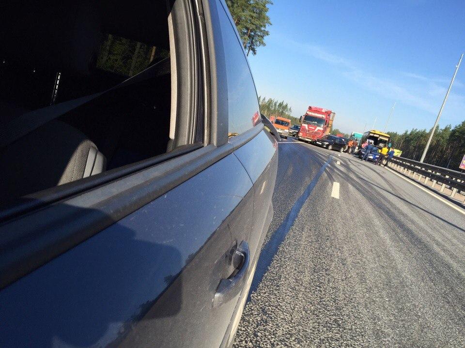 Массовая авария сучастием туристического автобуса произошла вЛенобласти