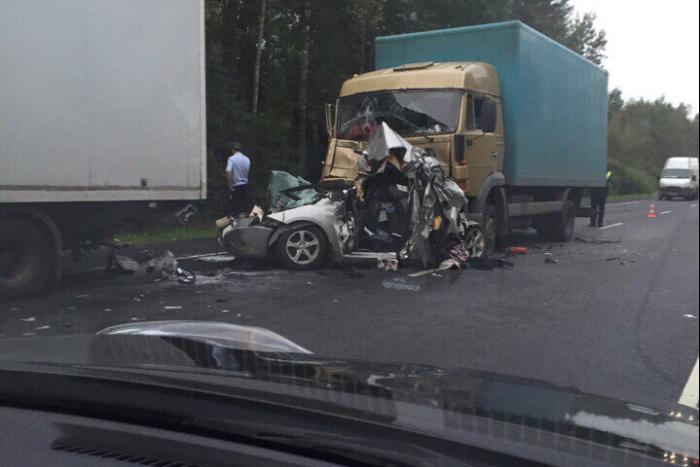 Трое человек погибли в массовом ДТП на Мурманском шоссе