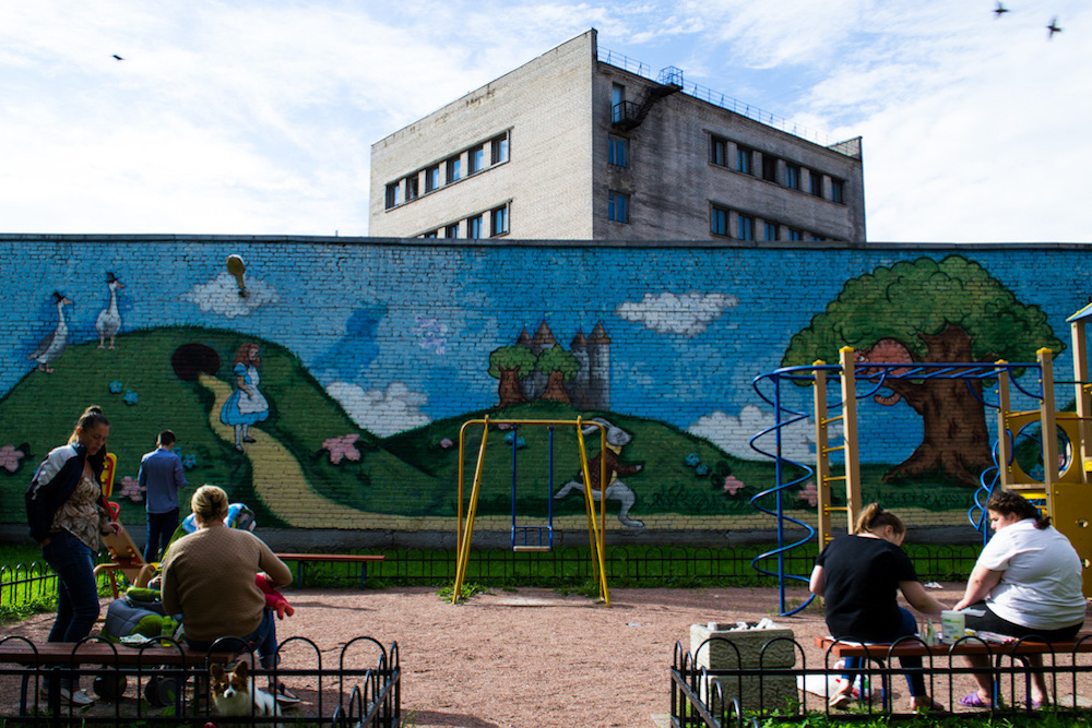 Восемь самых ярких дворов Петербурга со стрит-артом — отсказок Пушкина до битлов