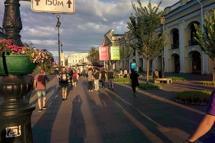 Читатели «Бумаги» сообщают, что на Невском нет остановки с Wi-Fi, о которой отчитались чиновники