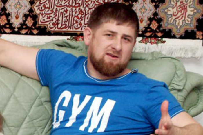 На берегу Финского залива появились информационные стенды о парке чеченских героев