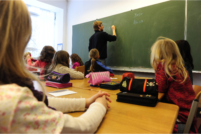 Директор Петергофской гимназии объяснила увольнение лучшего учителя года