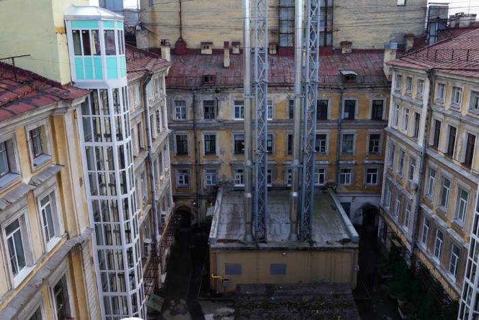 В доме на Малой Морской после строительства «Адмиралтейской» обрушился фасад, сообщили жители