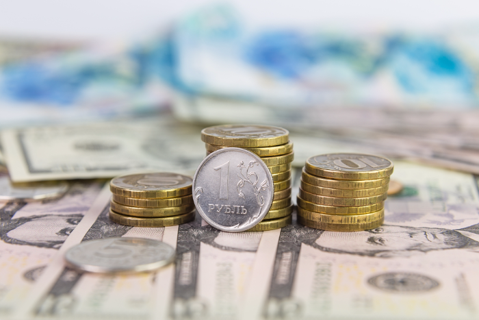 Минфин увеличил заложенный в проекте бюджета курс доллара