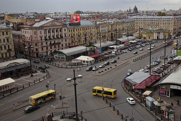 Сенную площадь начали освобождать от незаконных ларьков