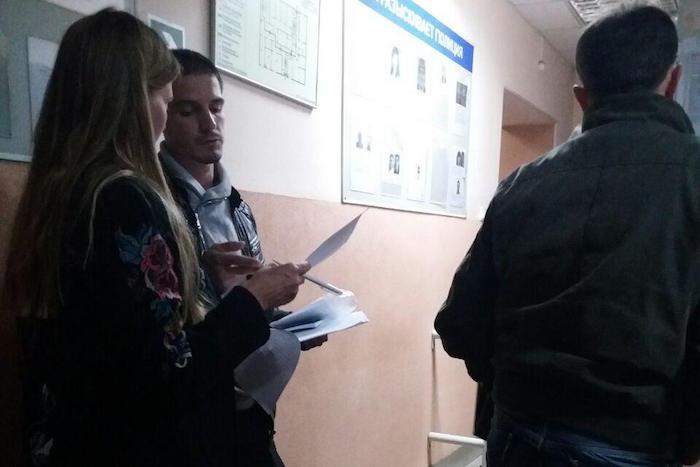 Появилась информация о том, что вооруженные люди удерживают на УИКе наблюдателя «Справедливой России», UPD