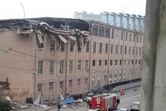 В историческом здании на Большом Сампсониевском  обрушился последний этаж