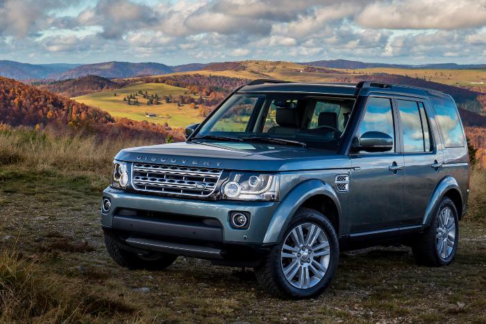 Петербуржец написал заявление на сына-восьмиклассника, угнавшего семейный Land Rover