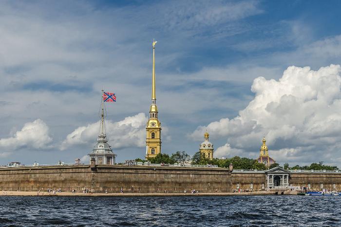 В Петропавловской крепости задержали девять нелегальных гидов-переводчиков