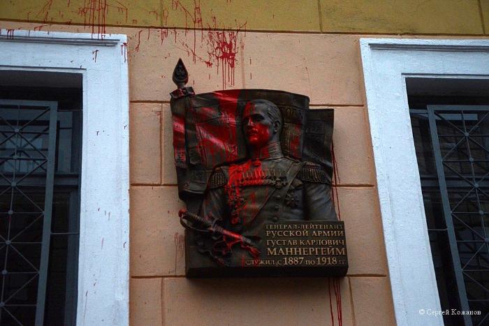 Доска Маннергейму в Петербурге: зачем открыли, кто поддержал ипочему ее не хотели снимать