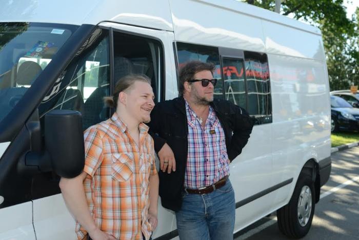 Борис Гребенщиков помог «Ночлежке» купить автобус для помощи бездомным