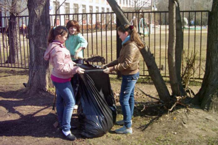 Министр образования предложила привлечь учеников к уборке школ, чтобы не воспитывать «потребителей»