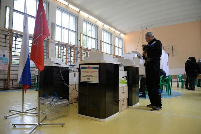 На выборы в Госдуму пришли менее половины россиян, а «Единая Россия» получает две трети мандатов