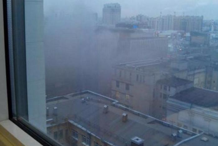 На территории завода «Электросила» начался пожар
