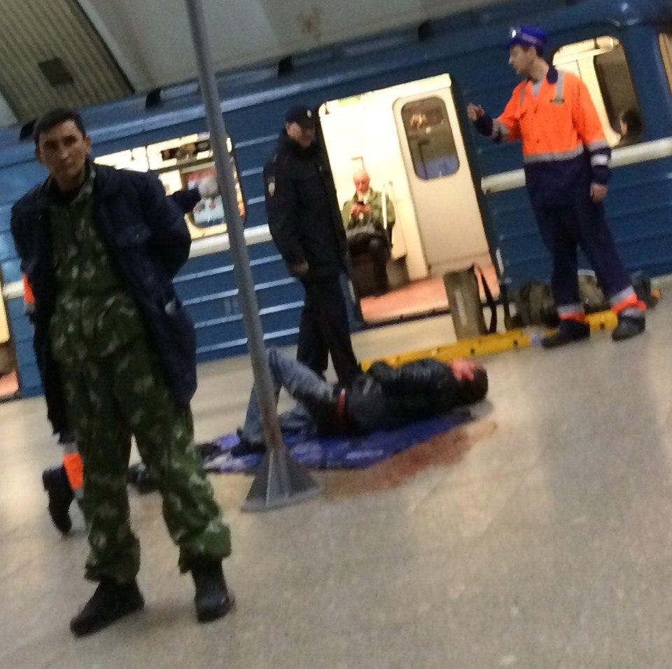 Настанции метро «Удельная» человек прыгнул под поезд