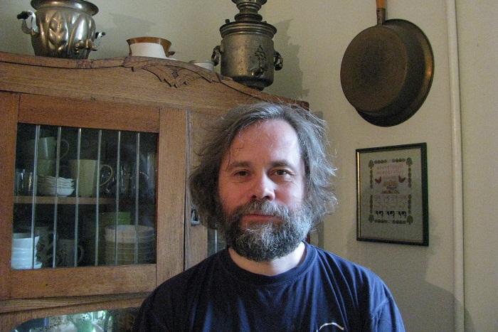 Писатель Сергей Носов — о детстве на Фонтанке, прогулках по промзонам и барахолке на Сенной