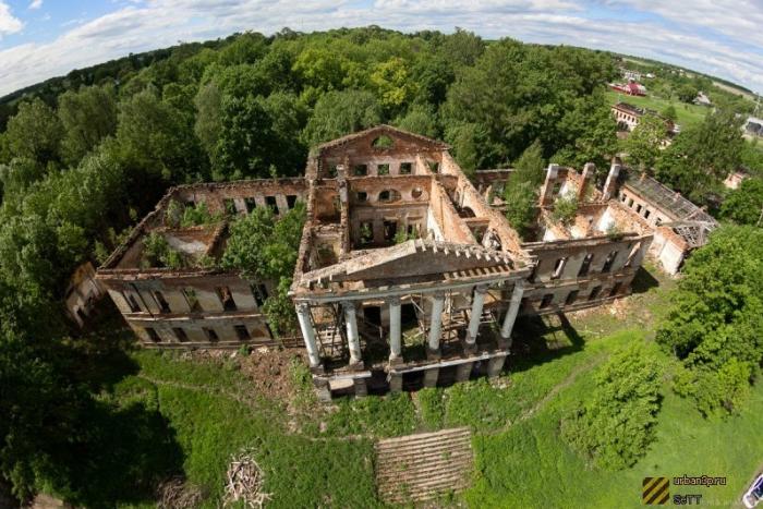 Руководство Петергофа назвало «огромным счастьем» передачу Ропшинского дворца «Роснефти»