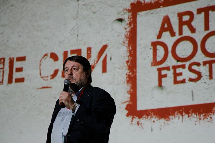 «Это не абсурд, апреступление против культуры»: Виталий Манский  — о документальном кино в России иполитике Мединского