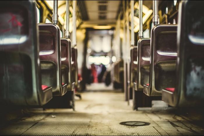 Профессии, которые ненавидят: кондуктор в автобусе — о мусоре всалоне, пьяных пассажирах иснижении зарплаты