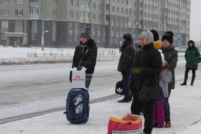 «Я купился на рекламу, но это было ошибкой»: как жители Славянки стоят по утрам в пробках и ездят на флюорографию в Петербург