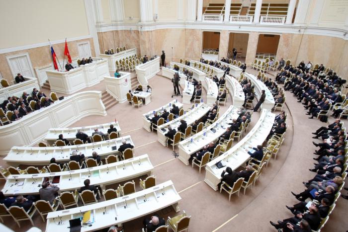 Профессии, которые ненавидят: петербургский депутат — озарплате, геях и «пакете Яровой»