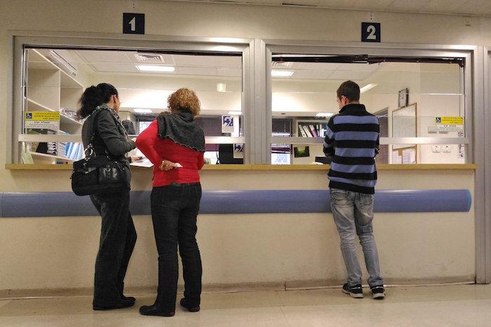 Профессии, которые ненавидят: сотрудница регистратуры в поликлинике — об ответственности, очередях и маленьких презентах