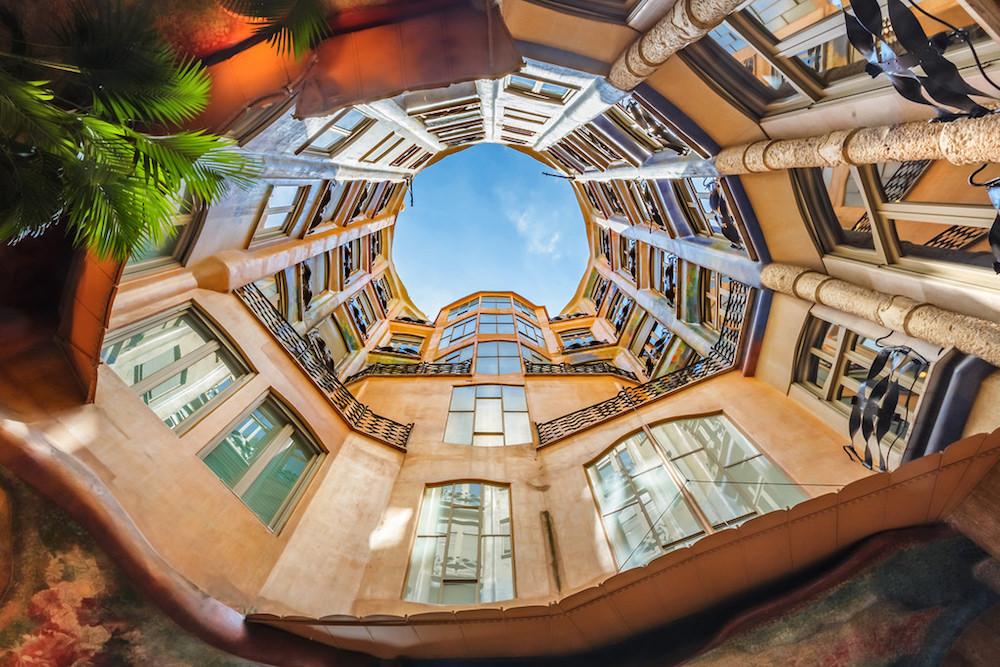 Жизнь в Барселоне: выучить слово mañana, подняться на гору Тибидабо и увидеть постройки не только Гауди
