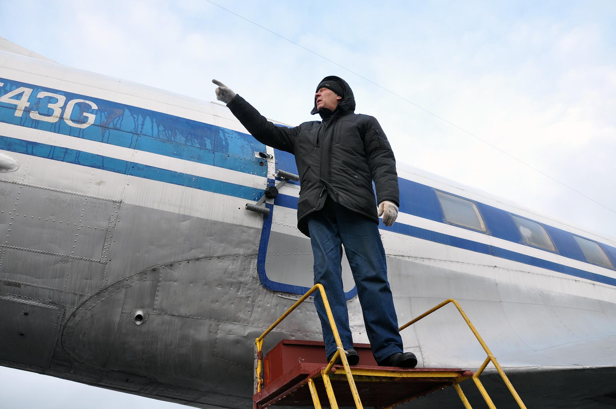 «Ремонтируем, красим, ухаживаем. Чтобы самолет не обиделся. Он у нас капризный парень»