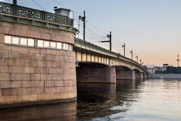 Большеохтинский и Литейный мосты разведут в ночь на четверг