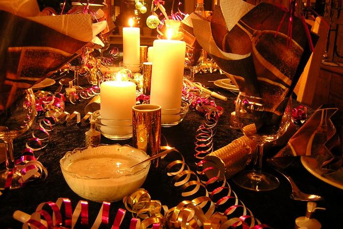 Как новогодний стол с оливье, шампанским и икрой подорожал за пять лет — в одном графике