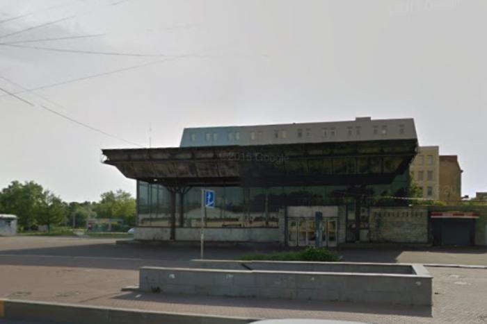 В переходе у метро «Выборгская» начали сносить ларьки