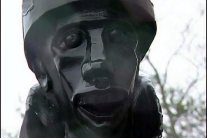 Активисты возмутились скульптурой «уродливого полуконя» вместо советского солдата в музее о блокаде