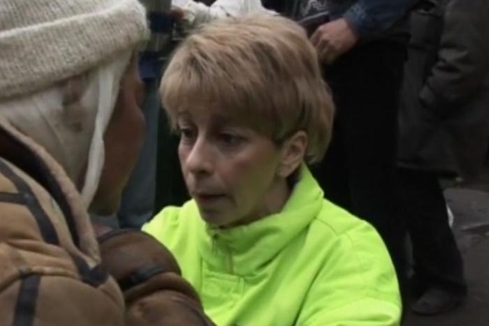Документальный фильм 2008 года, где Доктор Лиза лечит и кормит бездомных на Павелецком вокзале