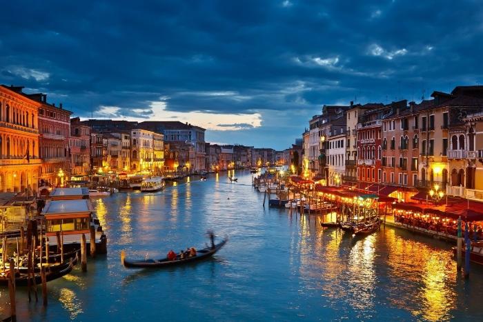 Правительство Италии объявило об отставке после референдума. Курс евро падает