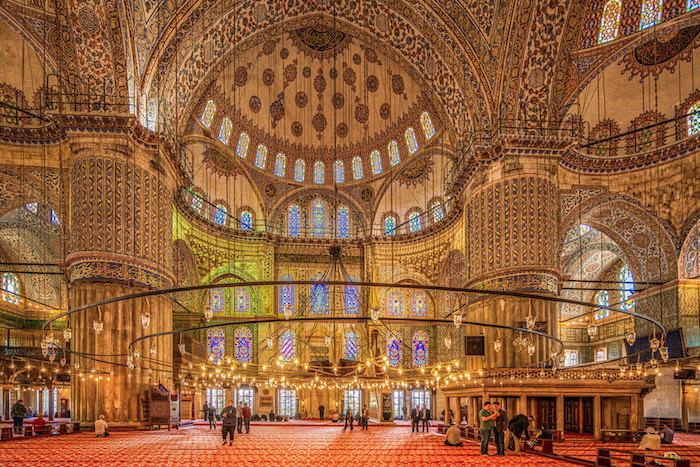 Жизнь в Стамбуле: съесть «мокрый гамбургер», до скрипа намыться вхаммаме и прокатиться по Босфору