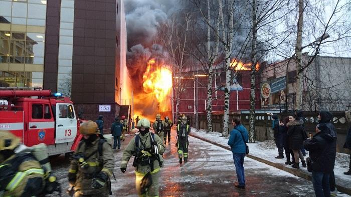 Четверых пострадавших госпитализировали после пожара наскалодроме вПетербурге