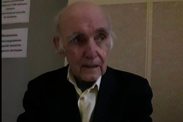 В смерти пожилого петербуржца, которого таксист привез по неверному адресу, может быть виноват врач, считают в полиции