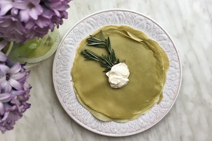 Рецепты к Масленице от«Бумаги»: от роллов и зеленых блинов довариантов насале исшишками