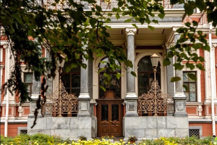 В Петербурге весной снова запустят бесплатные экскурсии по закрытым дворцам и особнякам