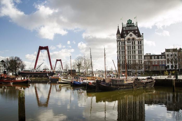 Жизнь в Роттердаме: побывать настаринном корабле и съесть капсалон после похода по барам