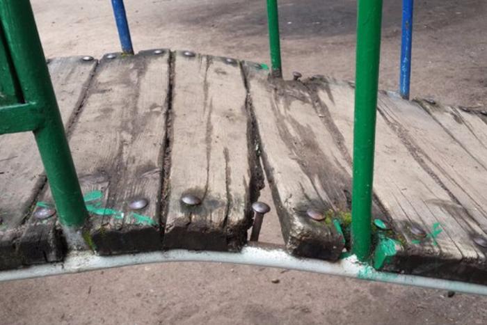 «Фотошоп» и демонтаж вместо ремонта: как чиновники отвечают на коммунальные жалобы петербуржцев
