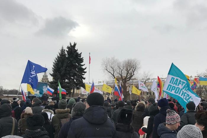 На акцию памяти Бориса Немцова пришло до пяти тысяч петербуржцев