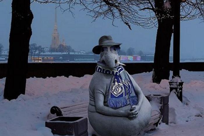 От грифонов до очереди в метро: 15 картинок со Ждуном в Петербурге