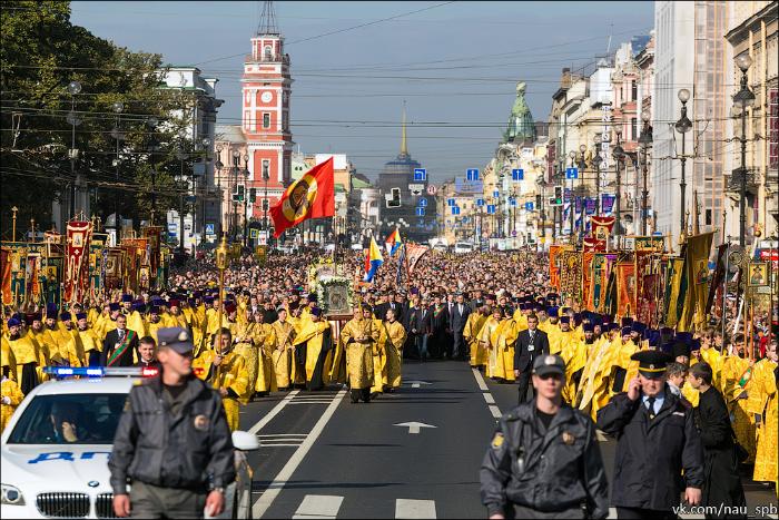 Петербургская епархия выступила против крестного хода в поддержку передачи Исаакия РПЦ